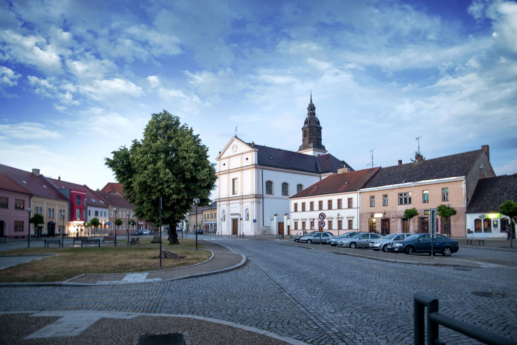 Uherský Ostroh - náměstí a kostel sv. Ondřeje
