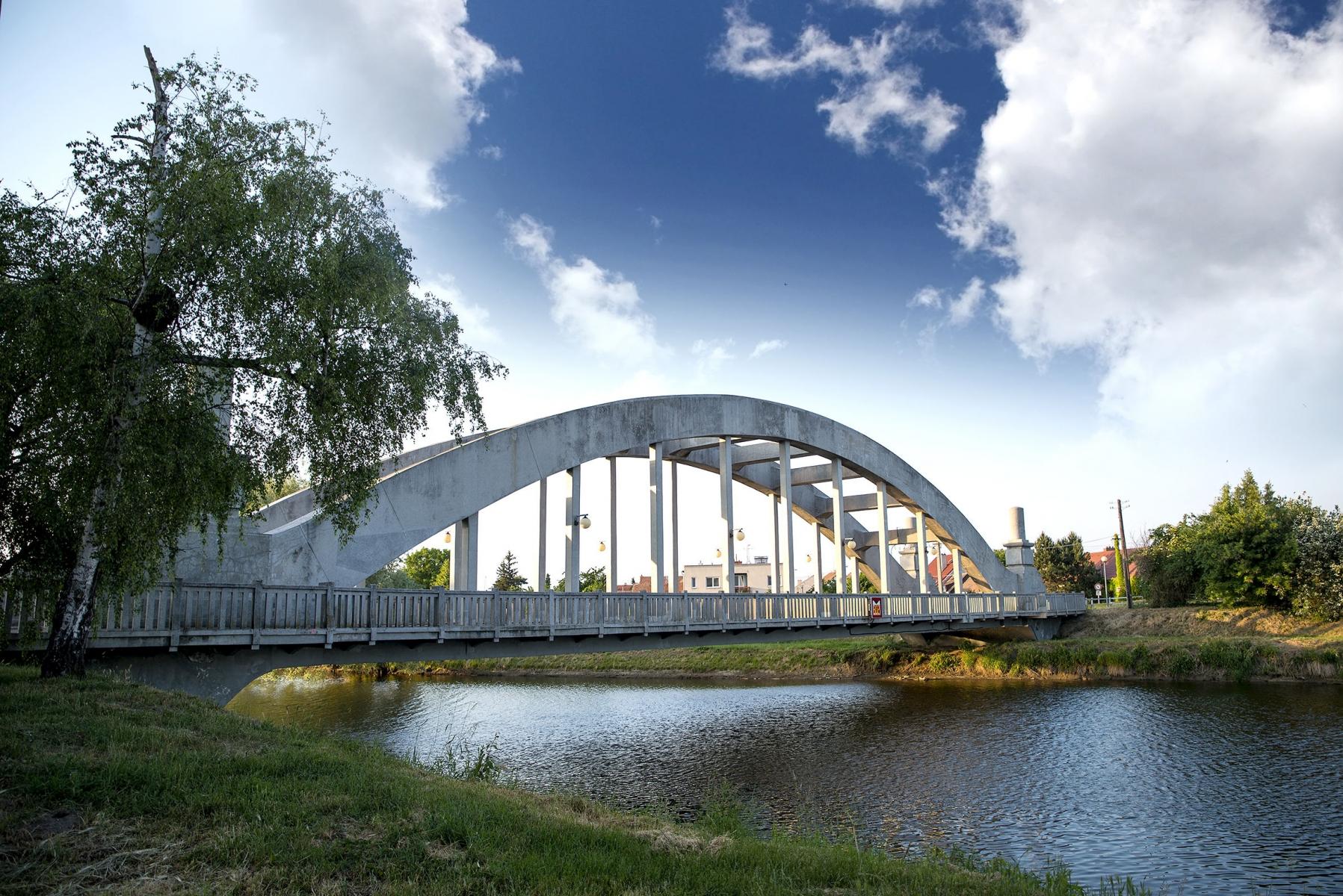 Uherský Ostroh - železobetonový obloukový most