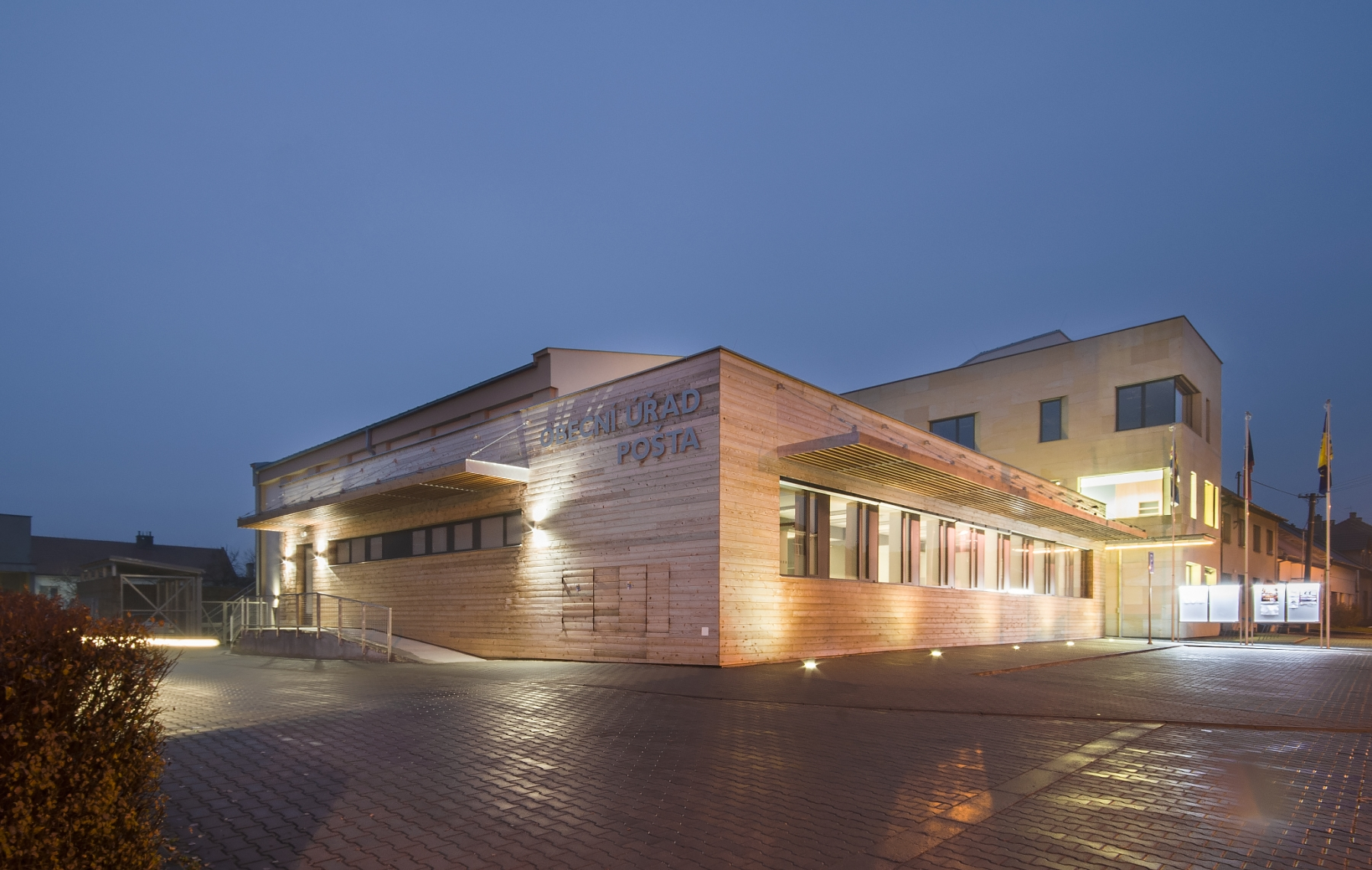 Obecní-úřad-a-pošta-Ostrožská-NováVes